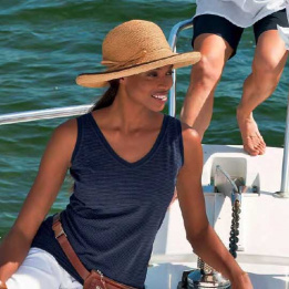 R8 chapeau en raphia au bord large