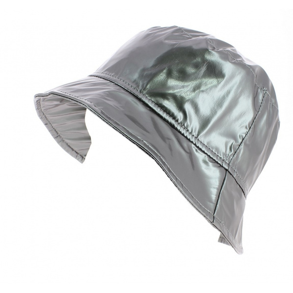 Varnished rain hat