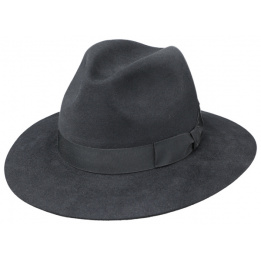 hat style Indiana Jones